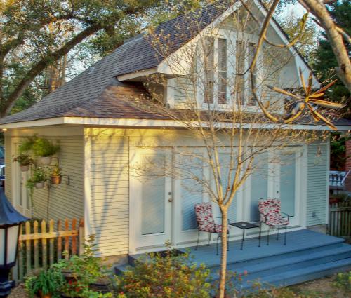 Cottage-Queen-Ensuite with Bath-Garden View-Full Kitchen