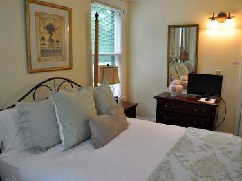 Cottage-Queen-Ensuite with Shower-Room 21