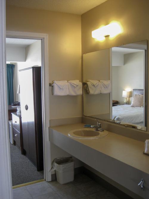 Spruce 2 Queen Suite Room