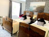 Twin beds with Ensuite Shower and Sea Views