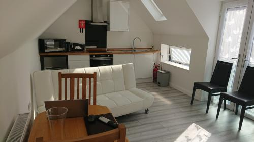 Modern-One Bedroom Terraced-House-Private Bathroom - Base Rate