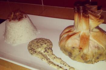 A la table d'hôtes : Aumonière de saumon, fondue de poireaux et sauce citronnée aux herbes