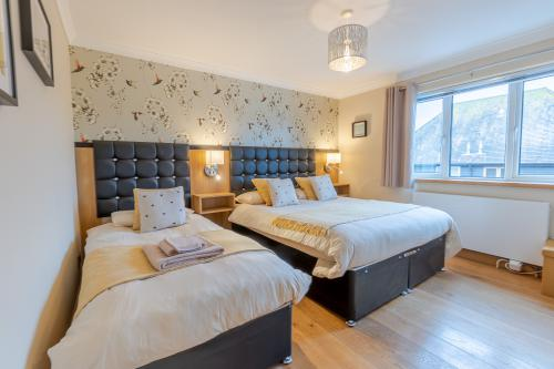 Family room-Superior-Ensuite with Shower-king size bed - Base Rate