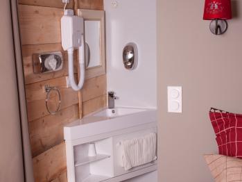 chambre GALAHAD coin salle d'eau