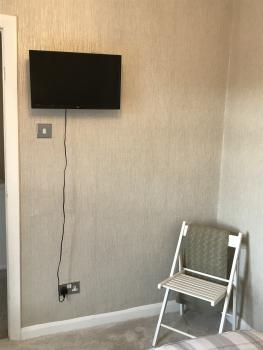 Twin bedroom with TV streaming,