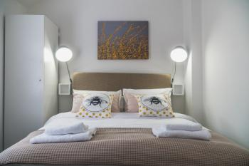 Town Street Apartment - King bedroom