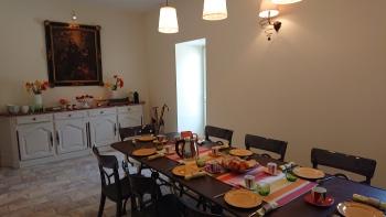 Salle de petit déjeuner des hôtes