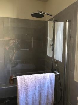 Salle de bain, Chambre Sérénité Instant La Ferme avec bain-douche et double-vasque