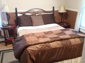 Double room-Ensuite-Queen-3. The Olive Tree
