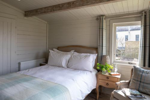 The Roost - Garden Lodge with shower room