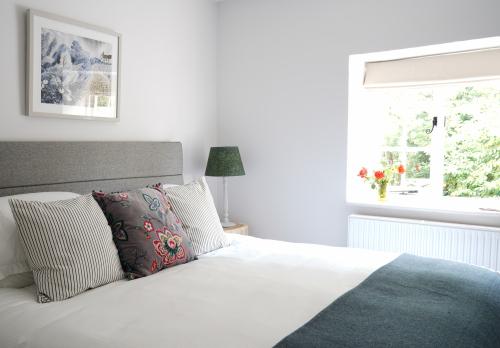 Double room-Luxury-Shared Bathroom-Courtyard view-Wylye