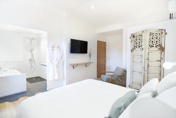 Suite 163'_ Chambre et salle de bain
