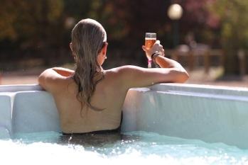 Spa de nage chauffé toute l'année à 28°
