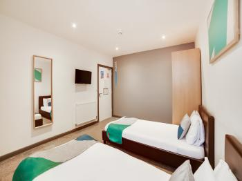 Twin room-Ensuite-Compact - Base Rate