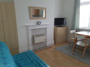 Family room-Ensuite with Shower-Flat 1 - Sleeps 5 - Base Rate