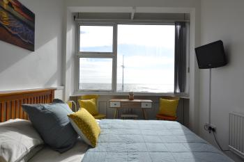 Apartment-Panoramic-Ensuite with Shower-Sea View-No pets