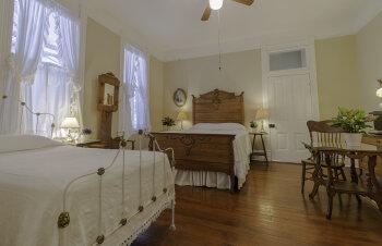 Triple room-Ensuite-Oak Room