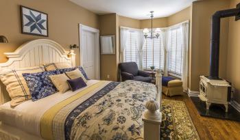 Morris guest room