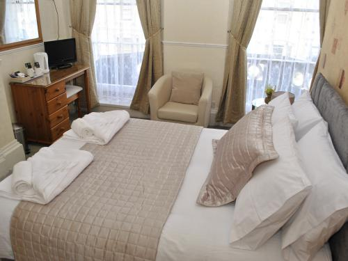 Double room-Standard-Ensuite with Shower-Street View