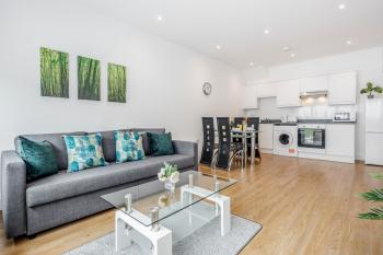 Watford TownCentre Apartment -  Modernview Serviced AccommodationF15 - Spacious Lounge, Dining area and kitchen