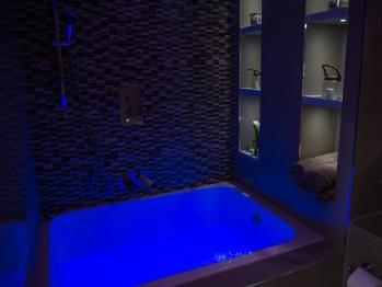 Jacuzzi Tub with Lighting