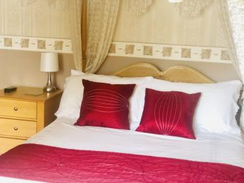 Double room-Luxury-Ensuite with Shower-Four Poster Bed - Base Rate