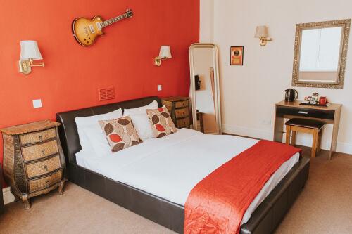 Guns & Roses - Room 1