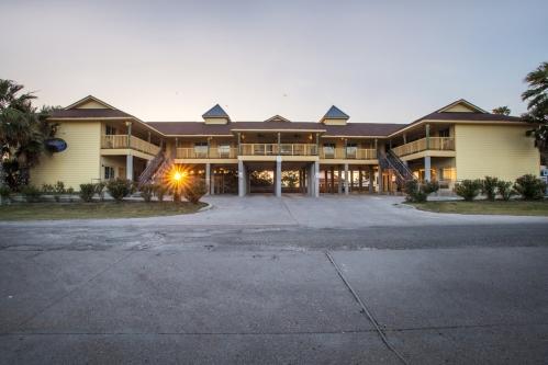 Bluff's Landing Hotel