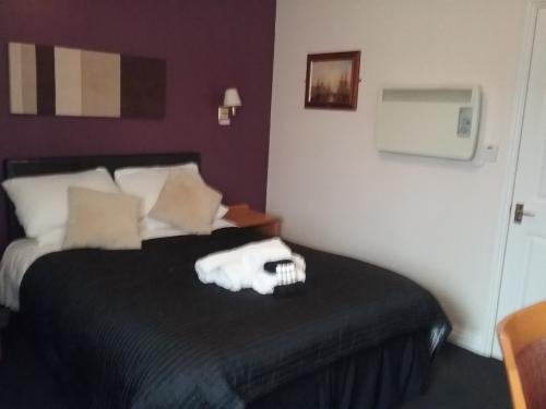Comfort-Double room-Ensuite with Shower - Base Rate