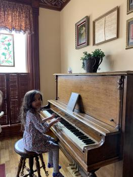 Guests can play the piano!
