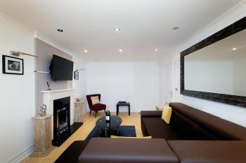 Leeds Townhouse Apartments 7 Beds in 4 Bedrooms -