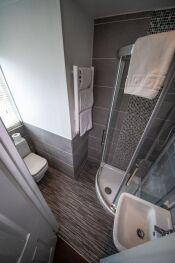 Room 6 En-suite Bathroom