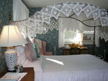 Meigs Guestroom Canopy Bed