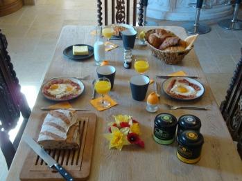 Petit Déjeuner continental ou anglais