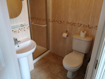 Double ensuite bathroom