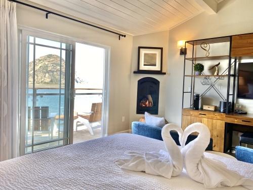 CAPTAIN Oceanfront King-Suite-Panoramic-Ocean View-Private Bathroom