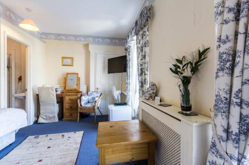 Family room-Ensuite with Shower-(2 ad+1 Ch under 16+) - Base Rate