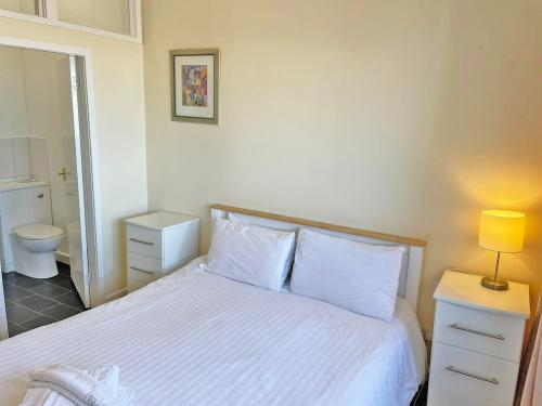 Family room-Standard-Ensuite with Shower-Courtyard View - Base Rate Room Only