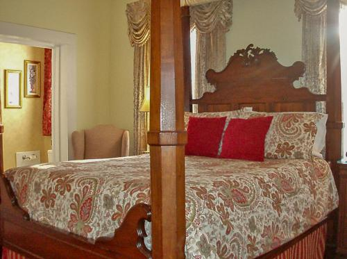 New Orleans guest room