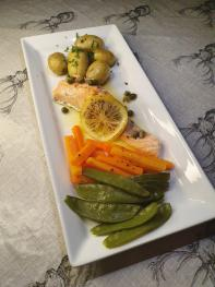 POACHED SALMON WITH CAPER BUTTER