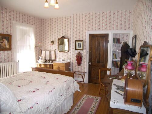 Queen-Ensuite-Deluxe-Sarah's Room