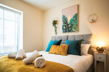 Emerald Court Executive Watford Central Apartment  - Bedroom One (king size bed option)