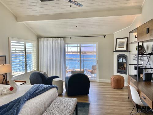 PORTSIDE Oceanfront King-Suite-Panoramic-Ocean View-Private Bathroom