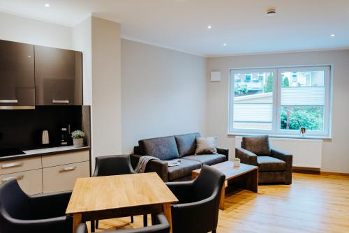 Apartment-Modern-Eigenes Badezimmer-Gartenblick - MyWeb