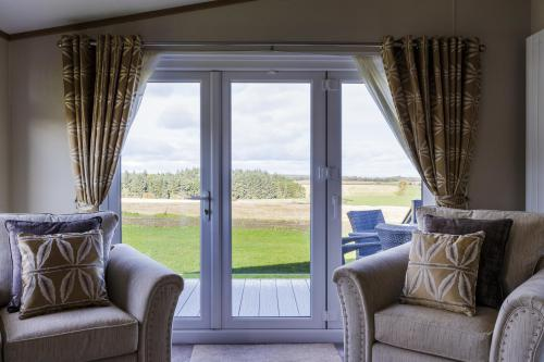 Lodge-Luxury-Private Bathroom-Countryside view-St Andrews Lodges