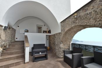 Suite: Patio privato e terrazza vista mare.