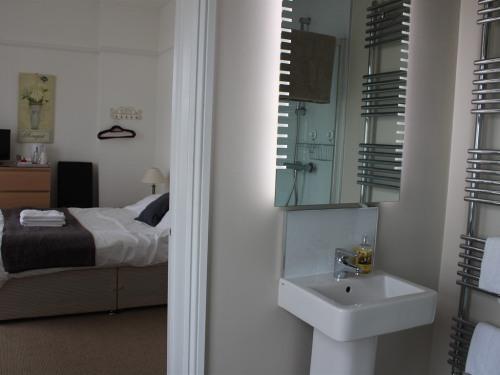 Family room-Deluxe-Ensuite-(2 bedrooms)