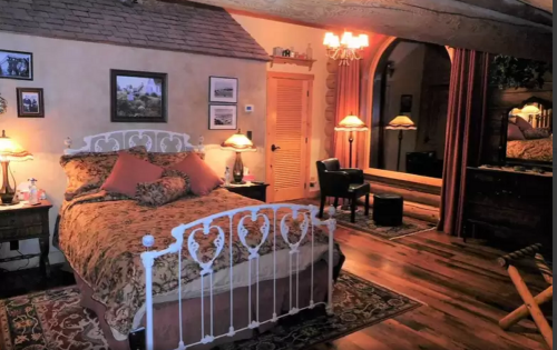 Pioneer Parlour-Suite-Family-Private Bathroom - Base Rate