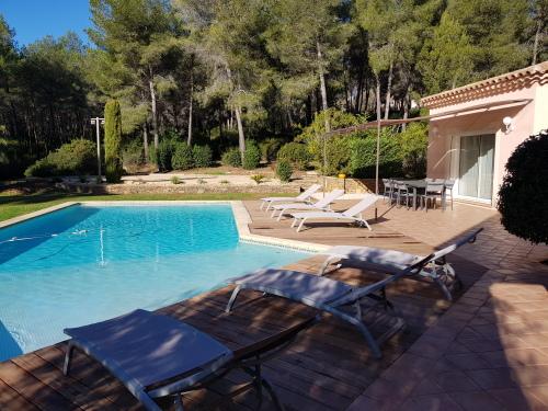 Villa Eleonore, plage à pied, vue mer, piscine sans vis-à-vis, jardin 3600m² - Ted home