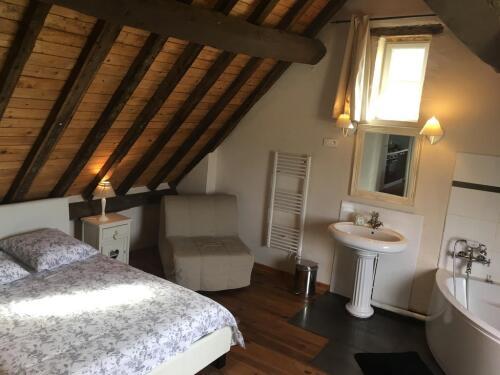 SUITE CLEMATITE / Salon + chambre / baigoire d'Angle